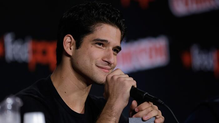 axn-tyler-posey-facts-1600x900